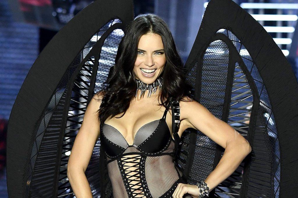 Adriana Lima in passerella