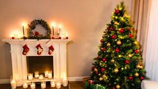 Come decorare l'albero di Natale: 10 idee e le regole per addobbarlo alla perfezione