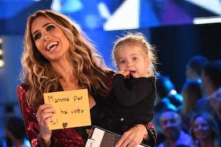 Ilary Blasi mamma con le paillettes al GF Vip: Isabel è la sua fotocopia