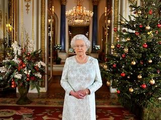 Salsicce a colazione, cinghiale a pranzo: ecco cosa mangiano i reali inglesi a Natale