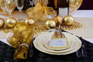 Come apparecchiare la tavola di Capodanno: regole e consigli per un cenone perfetto