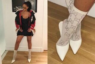 Rihanna e la passione per gli accessori griffati: indossa i calzini da quasi mille euro