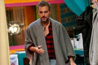 Daniele Bossari, il vincitore del GF Vip con il mantello