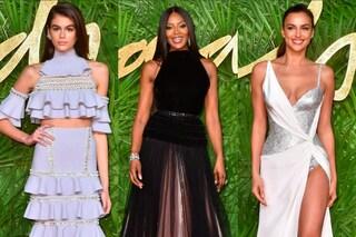 Kaia con un nuovo look, la Shayk con lo spacco inguinale: i look dei Fashion Awards 2017