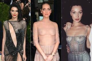 Maxi scollature e trasparenze hot: i nude look più audaci delle star del 2017