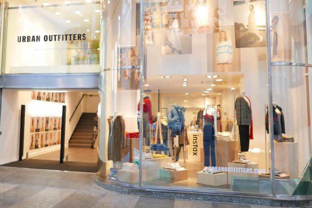 ec1fe27d6586 Urban Outfitters inaugura a Milano  ecco cosa ci sarà nello store a ...
