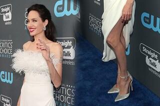 """Angelina Jolie sempre più magra ai Critics' Choice Awards, i fan: """"Sembra uno scheletro"""""""