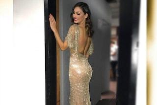 Il belfie di Capodanno, Anna Tatangelo (vestita di paillettes) mostra il lato b