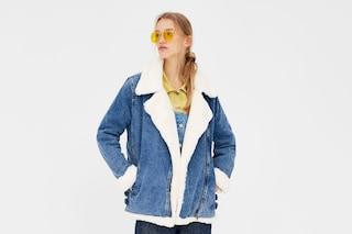 Torna di moda (dagli anni '80) la trucker jacket in denim, perfetta per la mezza stagione