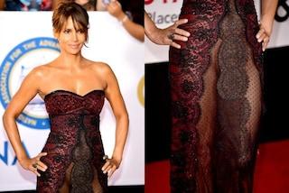 Halle Berry osa sul red carpet: abito trasparente e niente slip