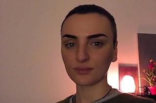 """Arisa di nuovo con i capelli corti: """"Troppa femminilità, diamoci un taglio"""""""