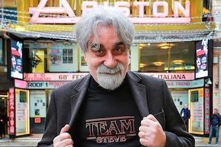 Beppe Vessicchio il più amato del Festival: t-shirt da serie tv e papillon rossi