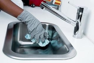 Gli spray antibatterici per pulire la cucina sono inefficaci: i germi tornano in poche ore