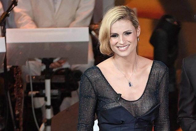 Michelle Hunziker in Trussardi sul palco della terza serata di Sanremo 2018