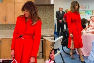 Melania Trump, cappotto rosso da oltre 3mila euro per San Valentino (da sola)