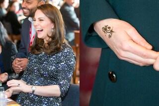 Kate Middleton fa il suo prima tatuaggio ma è solo un henné
