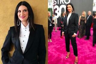Laura Pausini rivoluzione il suo stile: sul red carpet sfoggia un inedito look maschile