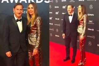 Ilary Blasi in oro con Totti al premio Laureus: indossa lo stesso smoking del GF Vip