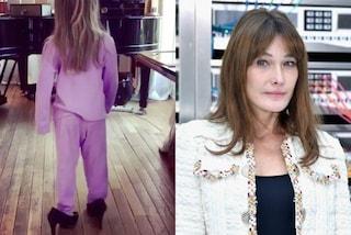 A sei anni con i tacchi: la figlia di Carla Bruni imita la mamma
