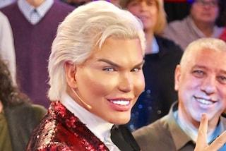 """Il Ken umano rivela perché ha rimosso le costole: """"Non devo più modificare le giacche"""""""