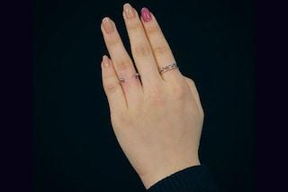 Piercing sul dito al posto della fede nuziale: la nuova (dolorosa) moda