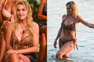 Valeria Marini sbarca all'Isola dei Famosi: look da Jane col bikini a frange