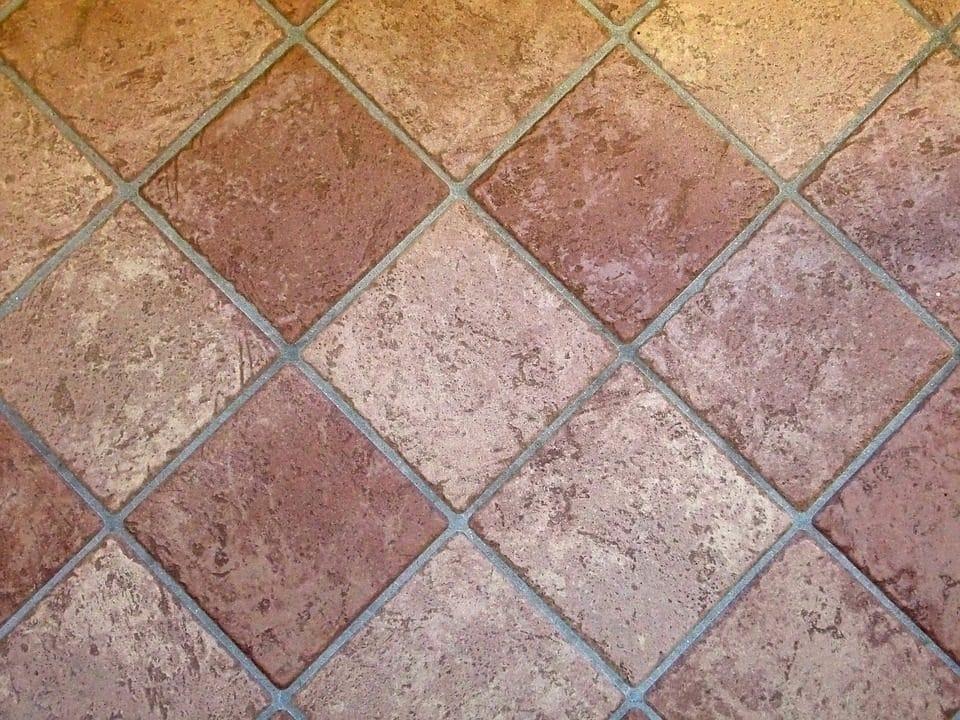 Come pulire il pavimento in cotto: i rimedi più efficaci per