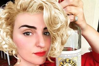 Arisa cambia ancora look e si mostra in versione Marilyn Monroe...ma è solo uno scherzo