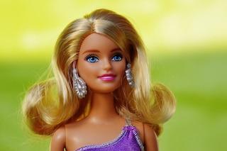 Ecco qual è il cognome di Barbie: gli utenti dei social stentano a crederci