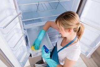 Come eliminare i cattivi odori dal frigo: i rimedi e i consigli per mantenerlo profumato