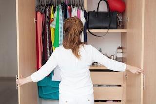 Come pulire l'armadio: i rimedi e i trucchi per mantenerlo profumato e in ordine a lungo