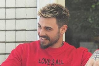 Francesco Monte diventa biondo: ecco il nuovo look del sex symbol
