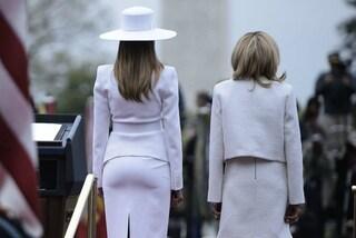 Melania Trump Vs. Brigitte Macron, sederi a confronto: la foto fa il giro del web