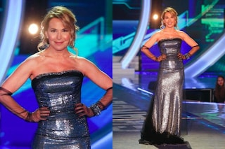 """Barbara D'Urso al GF, l'abito metallico non piace al web: """"Sembra un domopak"""""""