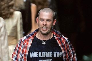 """""""McQueen"""", il docufilm dedicato allo stilista britannico dall'animo ribelle"""