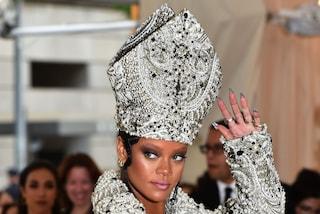 I look delle star al Met Gala 2018: Rihanna veste come il Papa, Katy Perry ha le ali