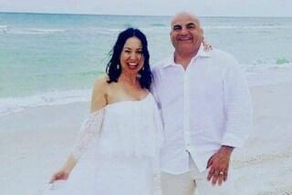 Erano compagni di scuola, si sposano a 36 anni di distanza: la dolce storia di Joe e Diana
