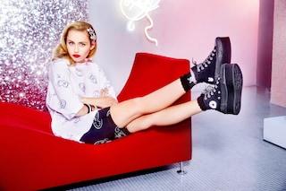 Miley Cyrus diventa stilista: lancia una collezione di abiti e scarpe con Converse