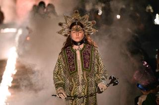 Fiamme, fumo e rosari: Gucci presenta la nuova collezione in un ex cimitero