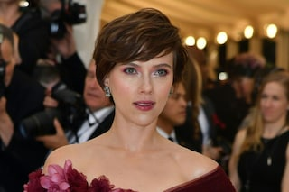 Scarlett Johansson dice addio al biondo: ecco il nuovo look sfoggiato al Met Gala 2018