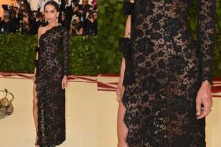 Zoe Kravitz in pizzo e senza slip: il look sexy della figlia di Lenny per il Met Gala 2018