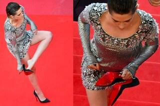 Kristen Stewart ribelle a Cannes: toglie le scarpe e cammina a piedi nudi sul red carpet