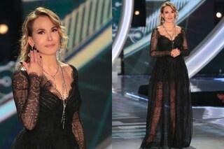 Barbara D'Urso al GF: pizzo, rosari e trasparenze per la quinta puntata