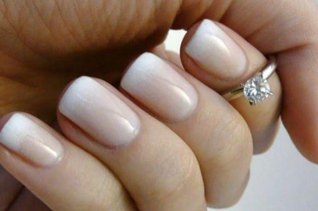 Il giorno del matrimonio, ogni dettaglio va curato con attenzione l\u0027abito,  l\u0027acconciatura, il make up e anche la manicure. Le unghie della sposa  infatti