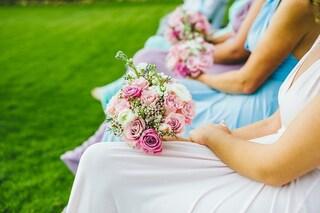 Spende più di 10mila euro per partecipare alle nozze degli amici: oggi è indebitata