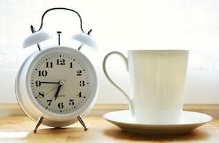 Ansia da sveglia: ecco perché la paura di un guasto all'orologio rovina il sonno