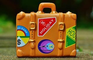 Estate, cosa non può mancare nella borsa da viaggio per una vacanza perfetta
