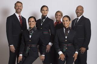 Tutti in blu per Alitalia: le prime foto delle nuove divise di Alberta Ferretti