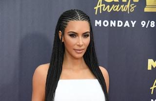 Kim Kardashian criticata per la sua acconciatura con le treccine, ecco perché