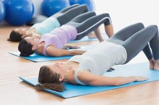 Abbigliamento per yoga e pilates: come vestirsi durante la lezione